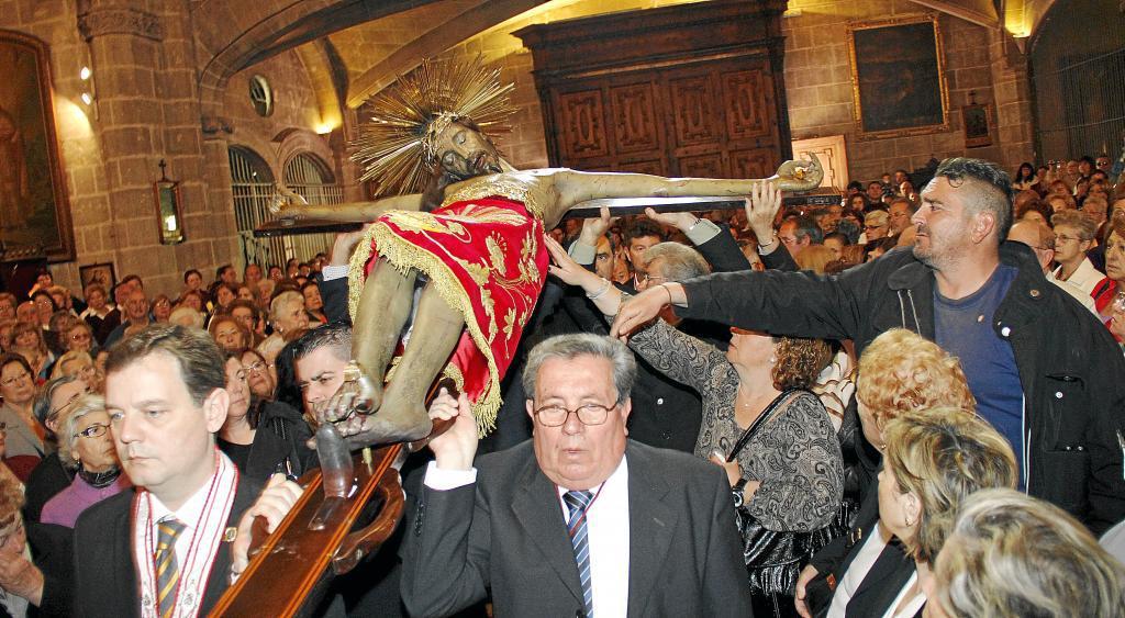 """El """"davallament del Crist de la Sang"""" se vive con gran pasión el Miércoles Santo en Palma de Mallorca"""